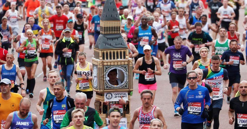 Man Runs London Marathon Dressed as Big Ben