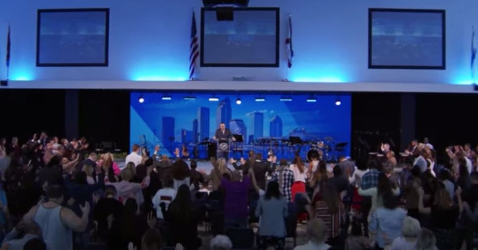 Florida Megachurch Packed With Worshippers Despite Pandemic