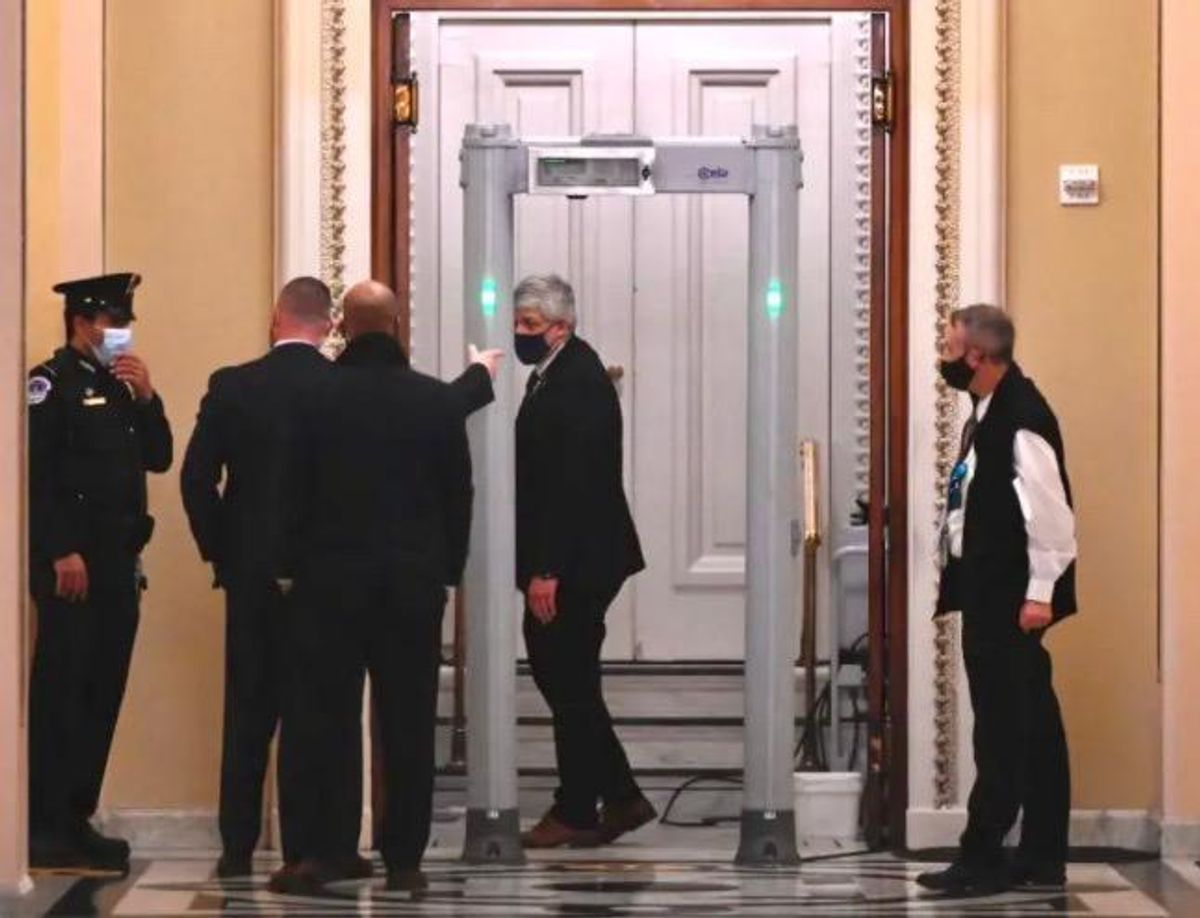 Fines for US lawmakers who refuse to walk through metal detectors