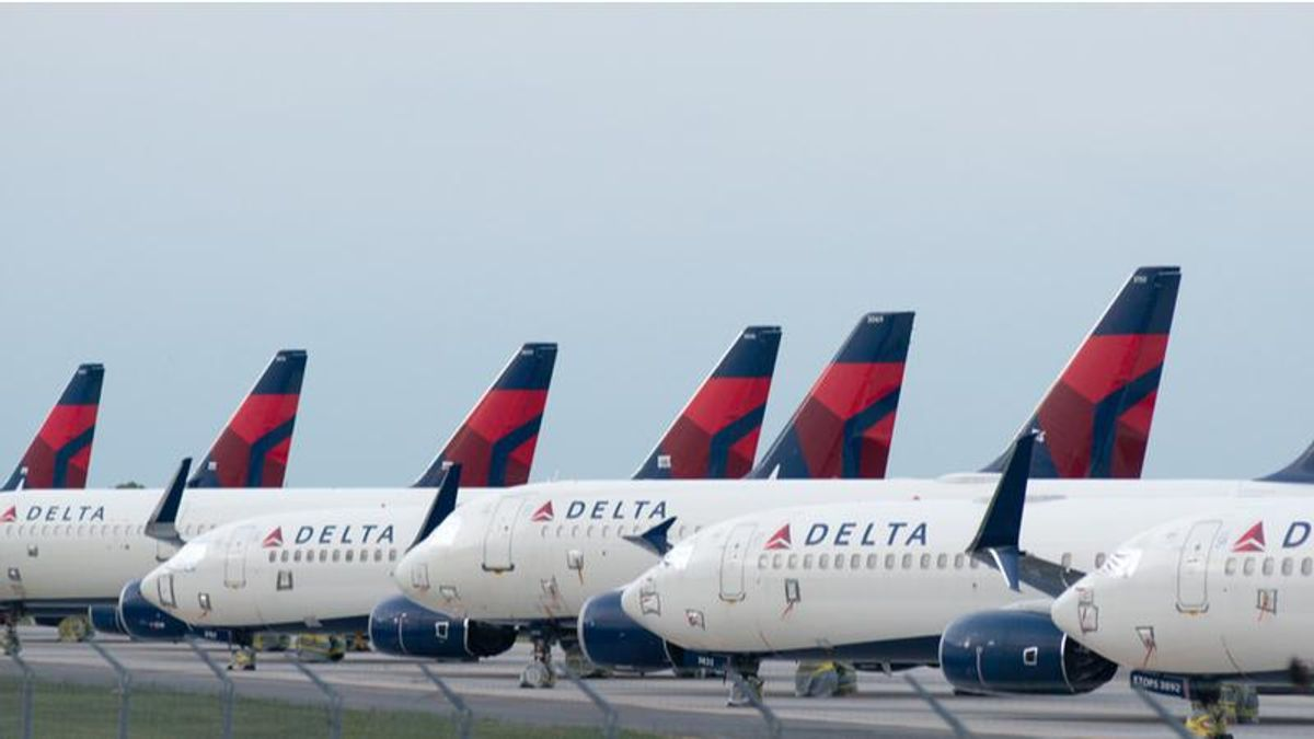 Trump supporters who harassed Mitt Romney and Lindsey Graham at airport placed on Delta's no-fly list