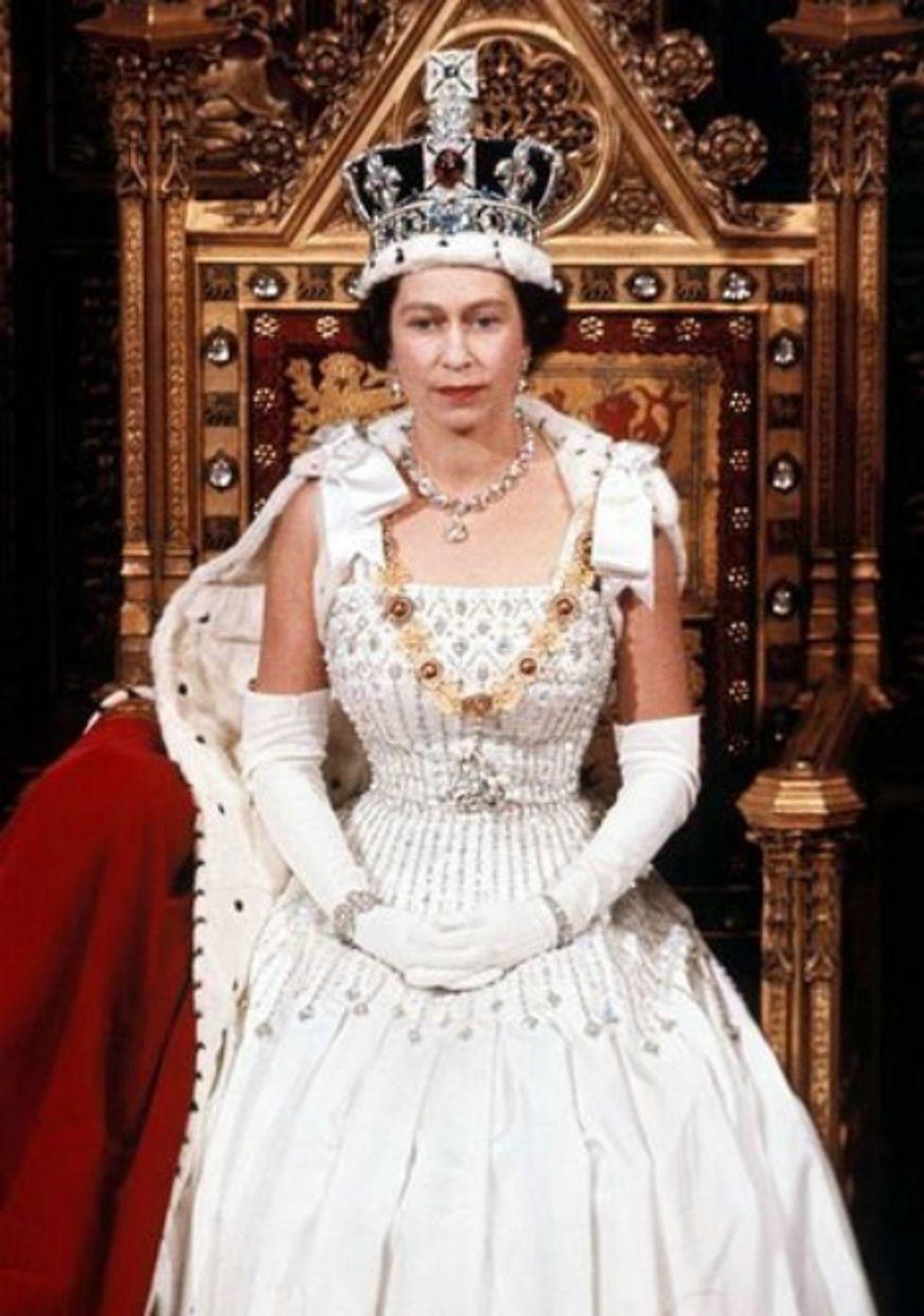 15 High Fashion Photos of a Young Queen Elizabeth