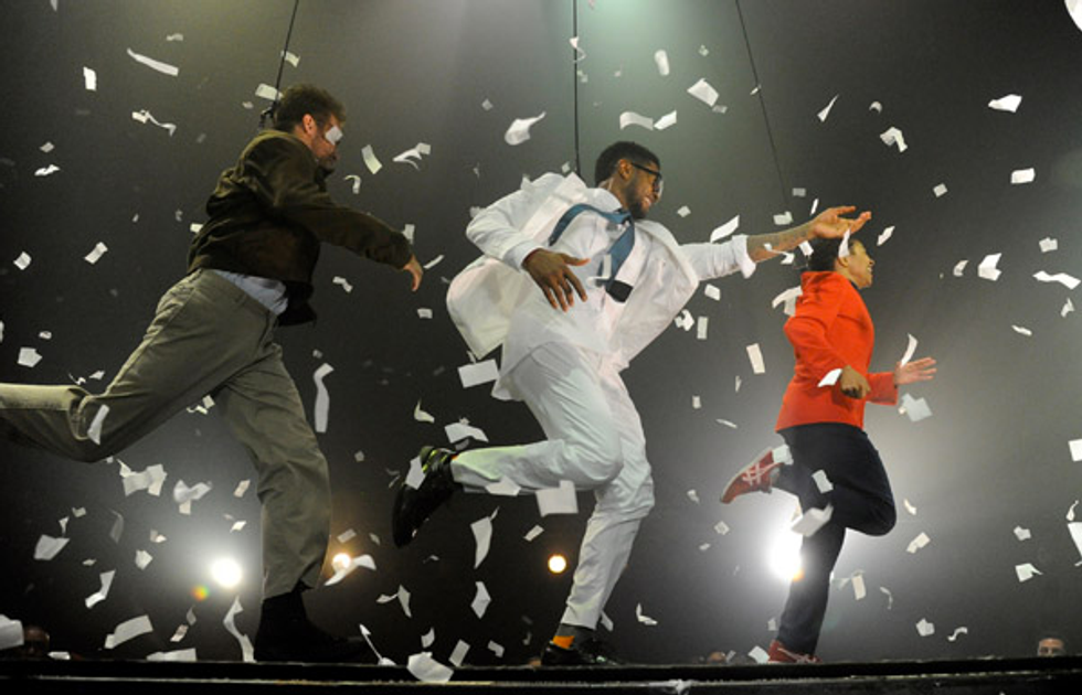 """Usher Previews New Album """"Looking For Myself"""" With Fuerza Bruta Show"""