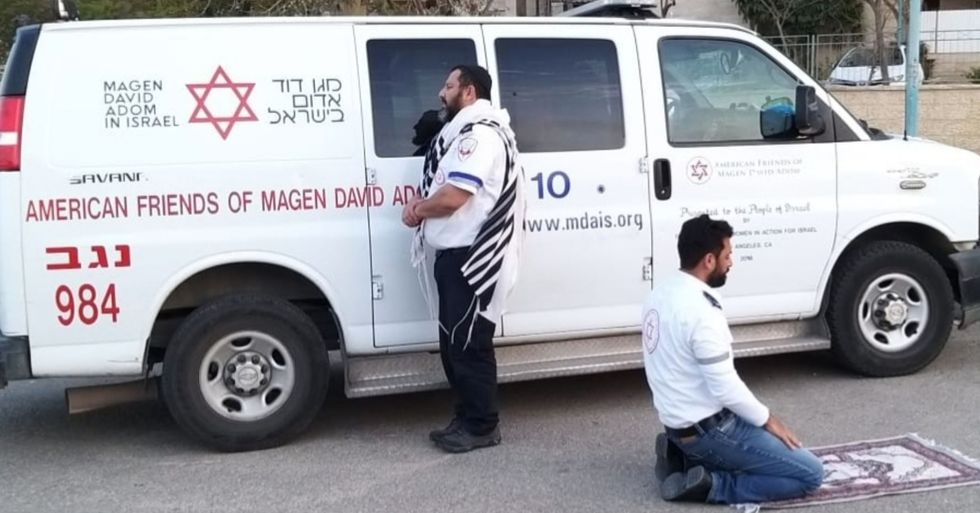 Muslim And Jewish Paramedics Pause to Pray Together in Powerful Photo