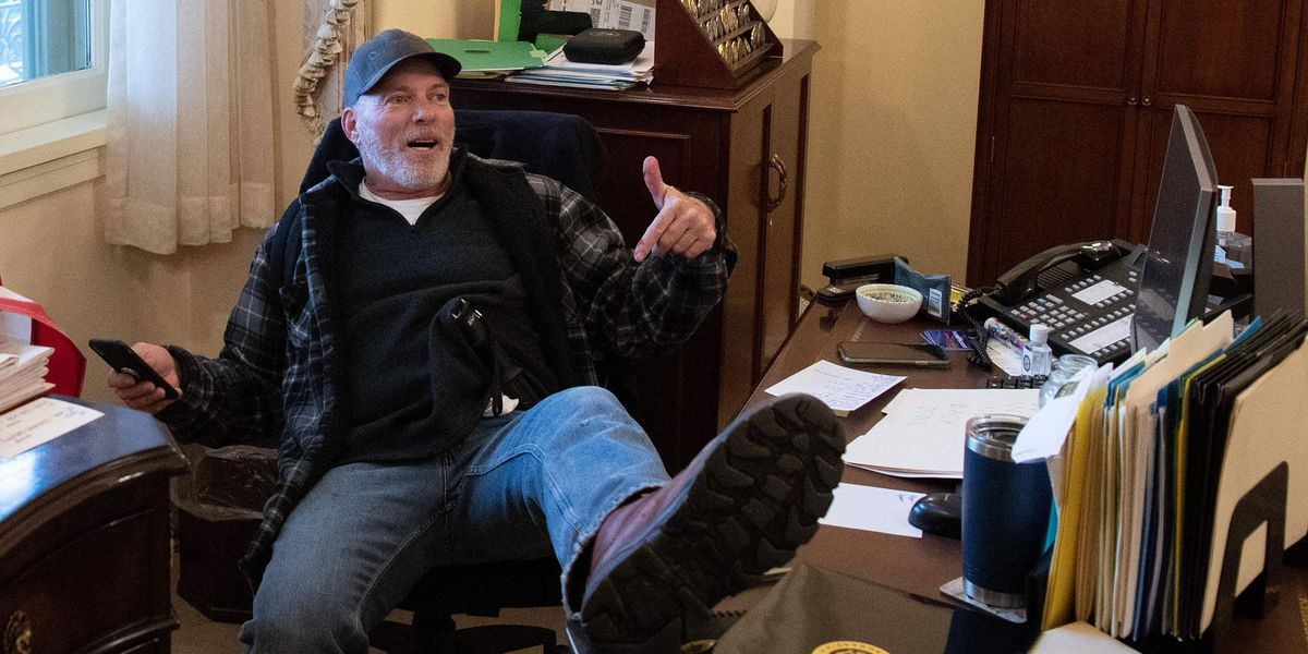 Judge Orders the Man Photographed With His Foot on Nancy Pelosi's Desk Kept in Jail