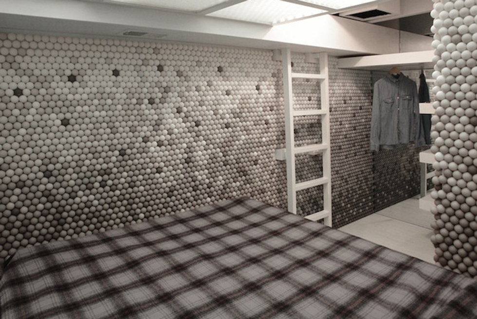 90-Square-Foot Apartment Transformed With 25,000 Ping Pong Balls