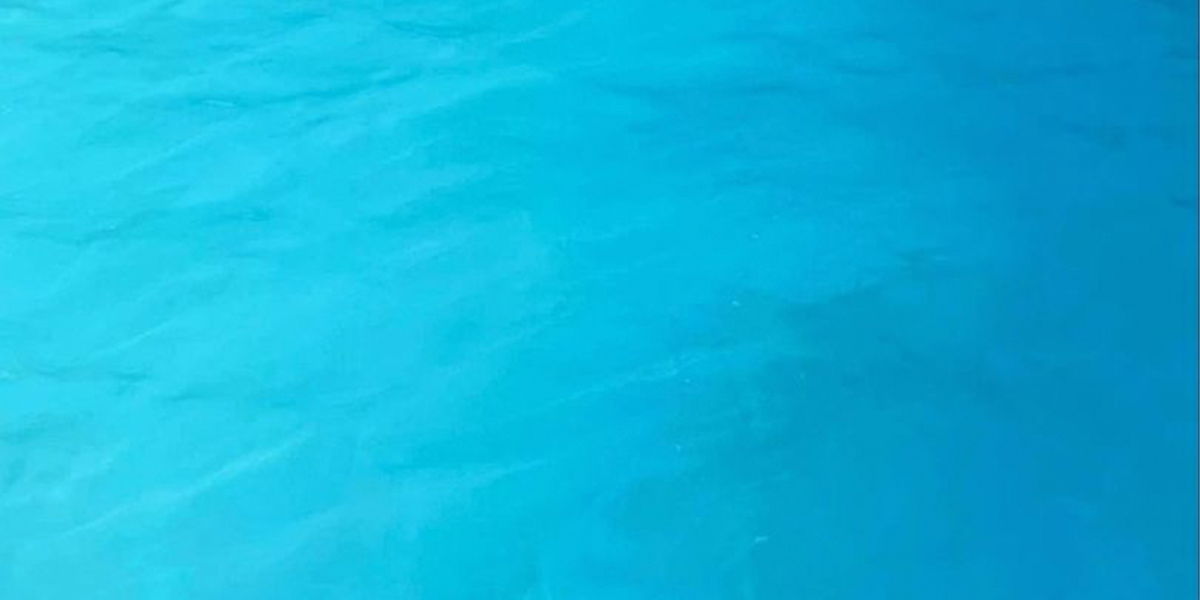 Terrifying Photograph is a Reminder to Parents About Letting Kids Wear Blue Swimsuits