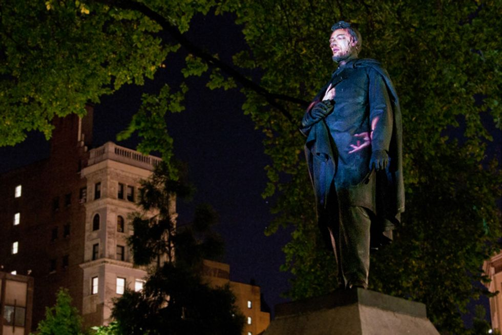"""Krzysztof Wodiczko's """"Abraham Lincoln: War Veteran Projection"""" Opens Tonight in Union Square"""