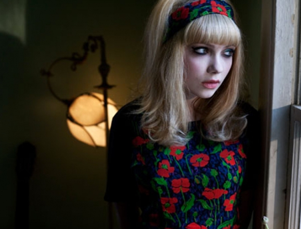Danny DeVito Backs Pussy Riot + Tavi Gevinson Lands a Movie Role = Eight Items Or Less