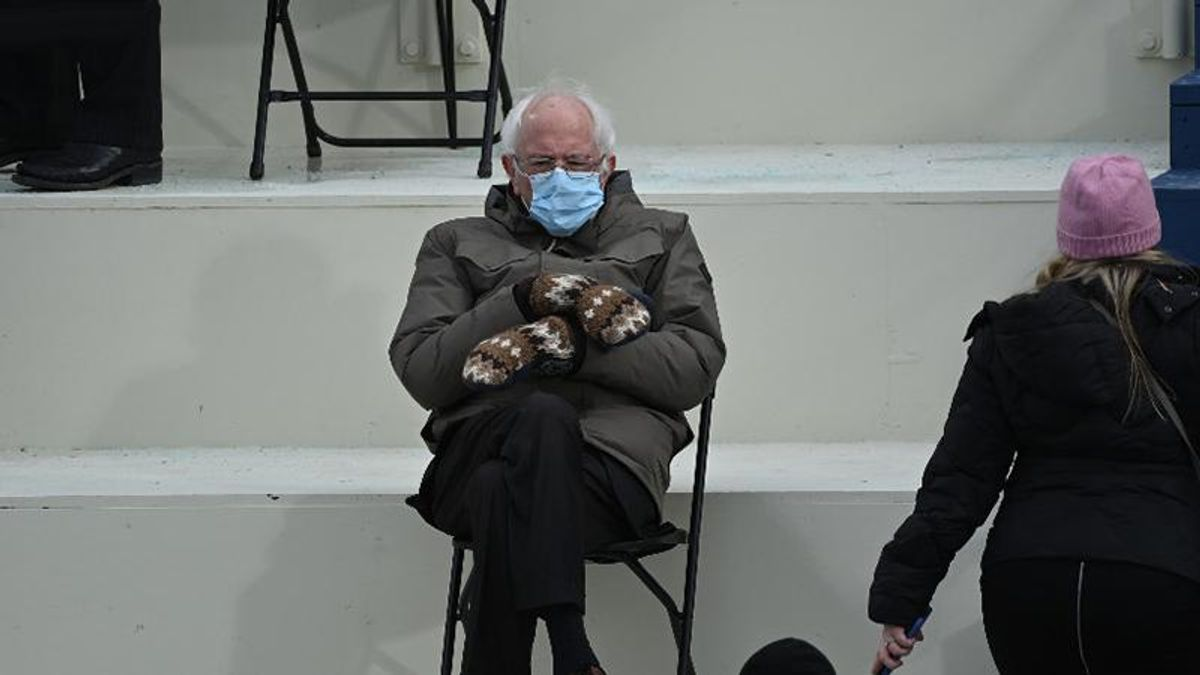 Bernie Sanders, with mittens pic, raises $1.8 million for charity