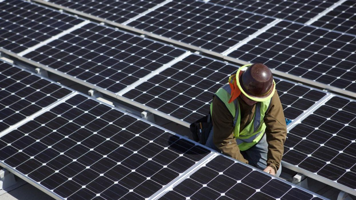 Unemployed Texas Oil Workers Find Jobs in Growing Solar Industry