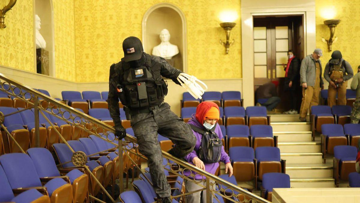 DC judge blocks release of 'Zip Tie Guy' Eric Munchel who stormed Capitol with plastic hand restraints