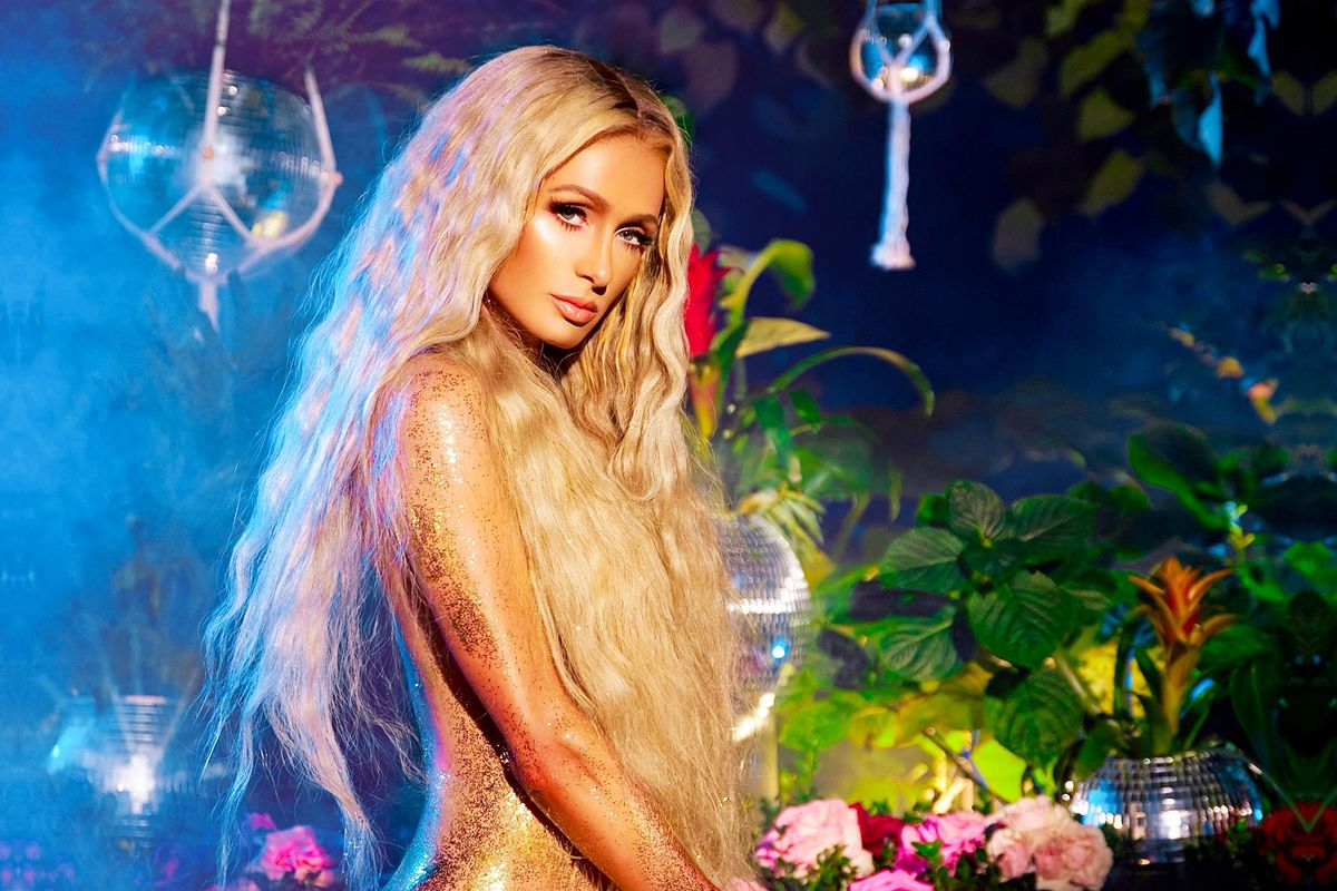 Paris Hilton Keeps V-Day Hot With 'Heartbeat'