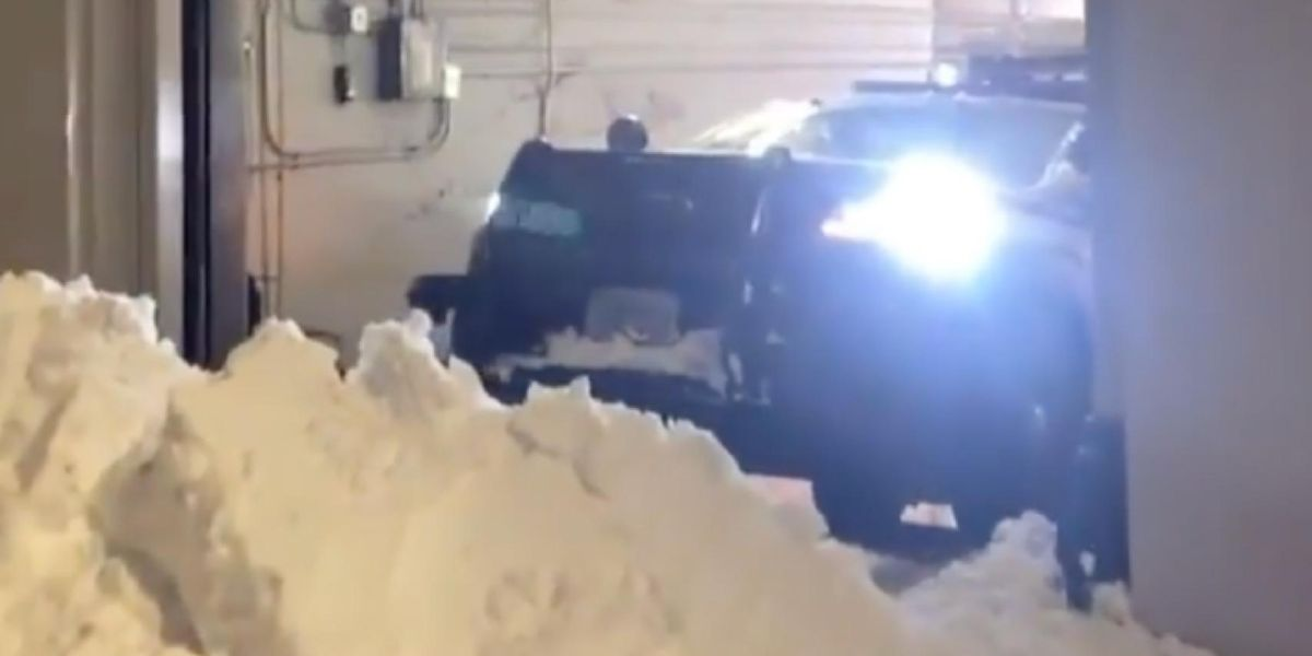 Protesters create large snow barrier outside precinct to prevent Seattle cops from responding to emergencies