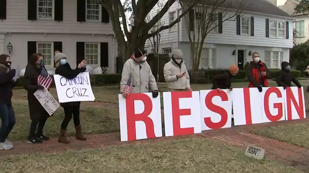 WATCH: Protesters gather at Ted Cruz's home as he cuts short his Cancun getaway