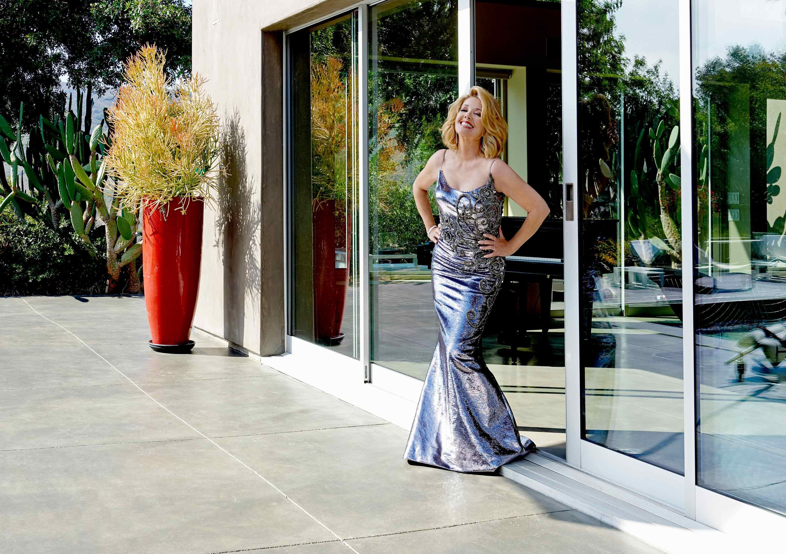 \u200bMelody Thomas Scott shimmers in a hip-hugging metallic embroidered gown