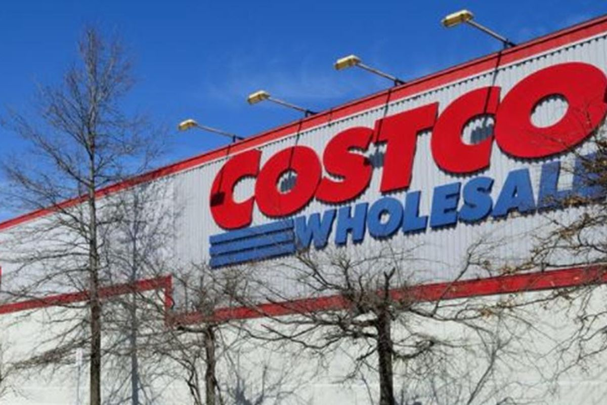 Costco announces it's raising its minimum wage to $16 because it 'makes sense for business'