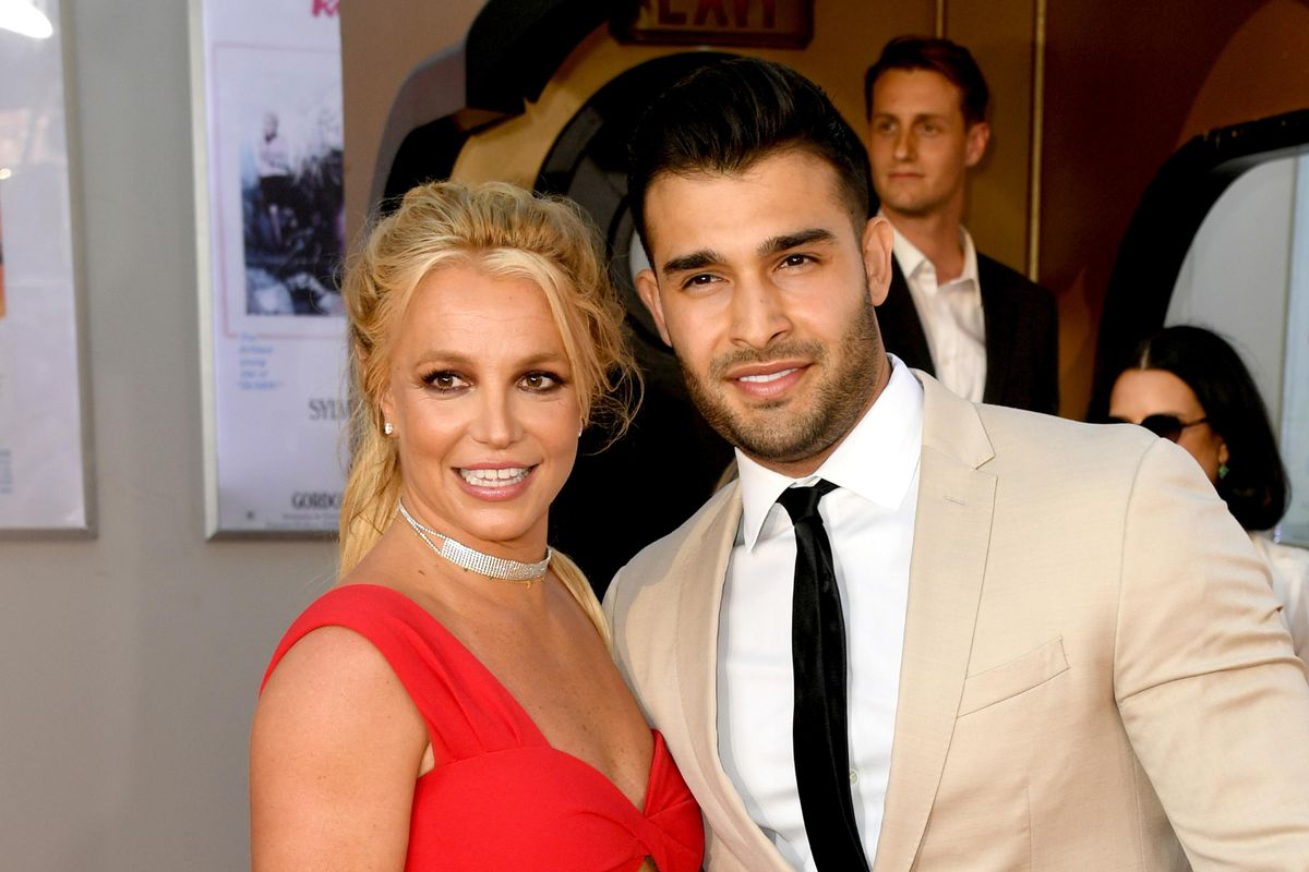 Britney Spears' Boyfriend Sam Asghari Calls Her Dad a 'Total Dick'