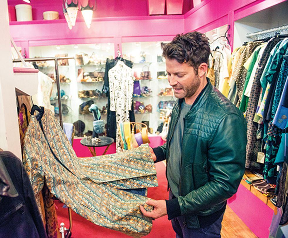 Nate Berkus Wheels and Deals His Way Through Hs Favorite NYC Flea Market