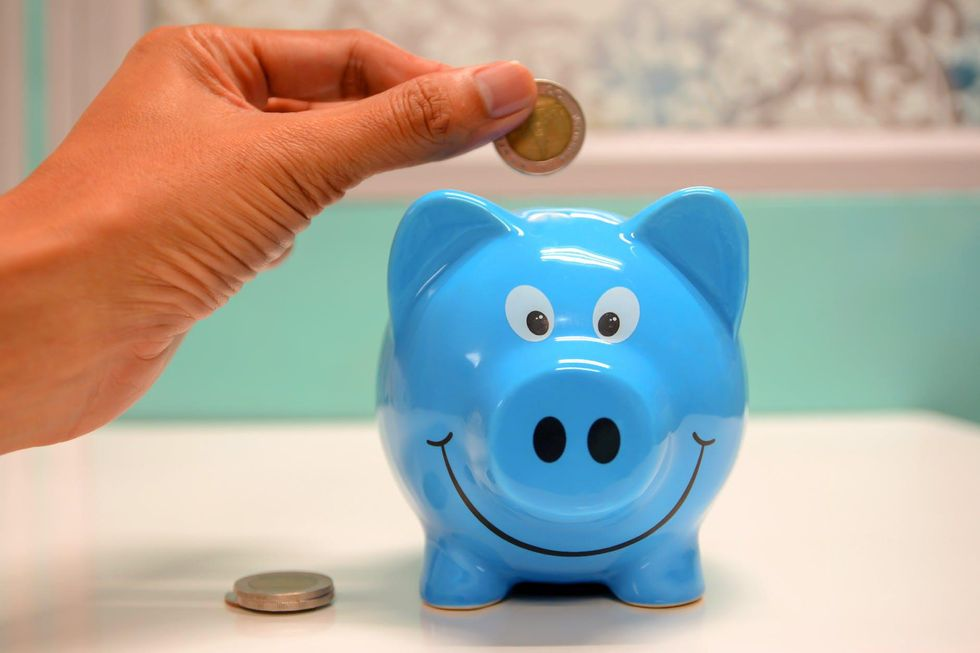8 Ways To Save Money In College, Because Being A University Student Is EXPENSIVE