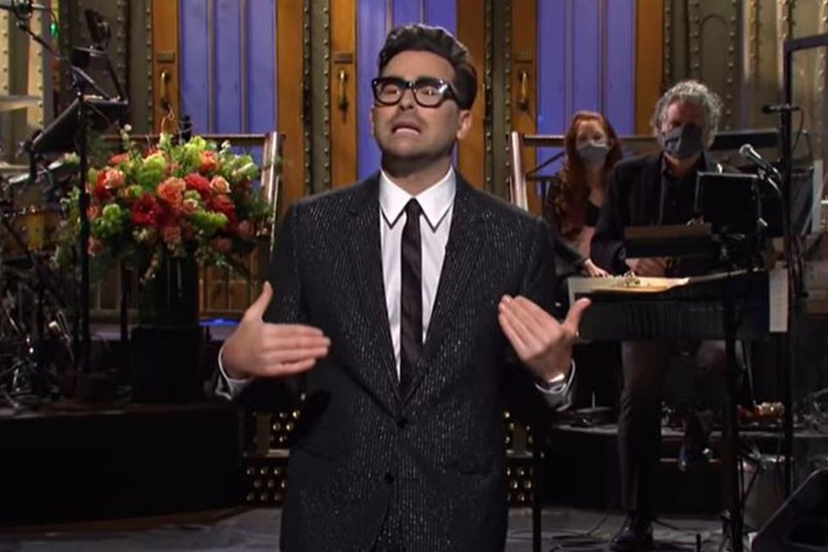 Dan Levy started a super sweet 'Saturday Night Live' host tradition that should keep going