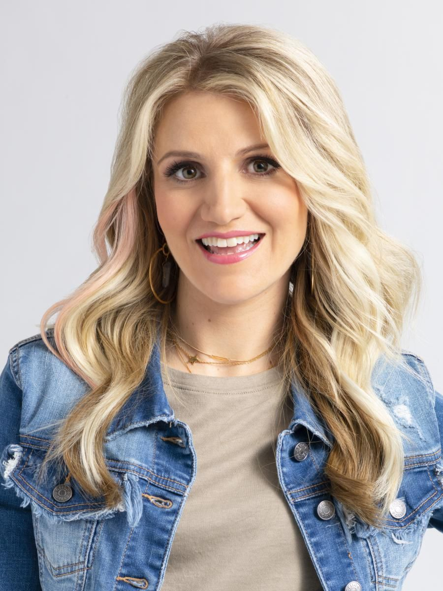\u200bAnnaleigh Ashford in a denim jacket