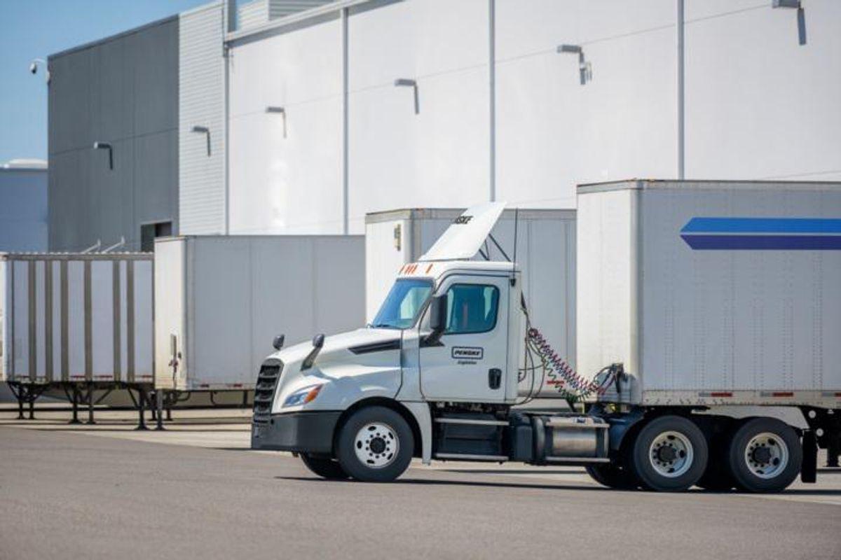 penske logistics truck at warehouse