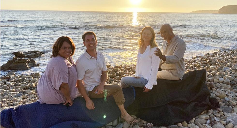 4 OG Greys characters on the beach
