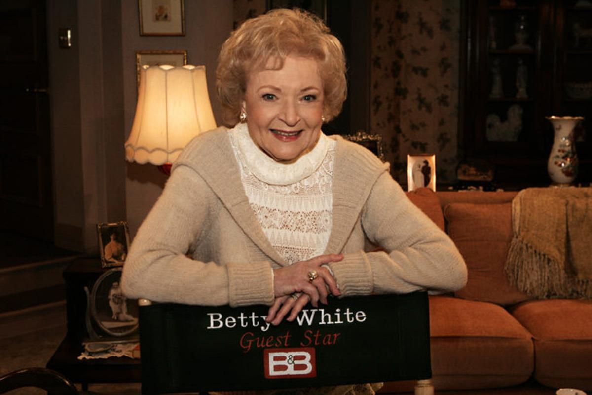 Betty White poses on the set of The Bold and the Beautiful during an appearance as a guest star