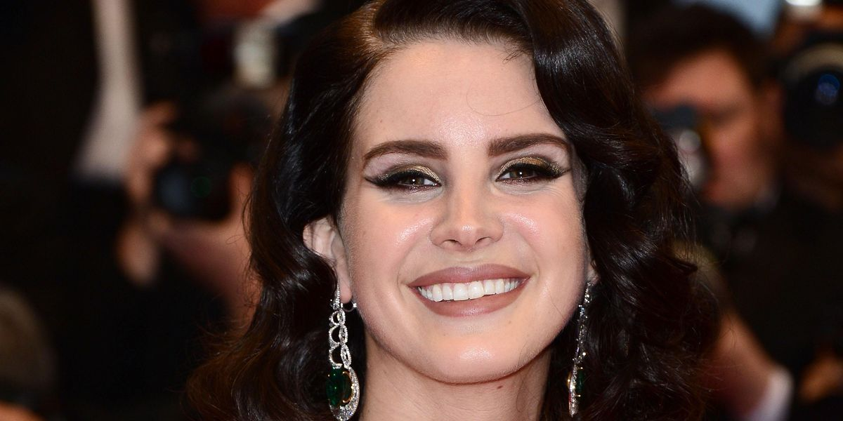 Lana Del Rey Visited a Man Who Sat in Bean Dip For 24 Hours