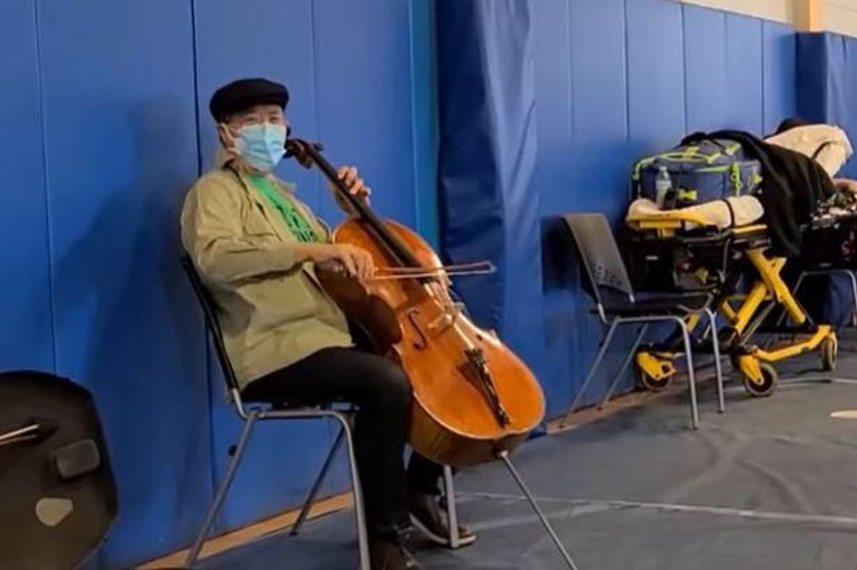 Yo-Yo Ma played a surprise concert during his post-vaccination observation period