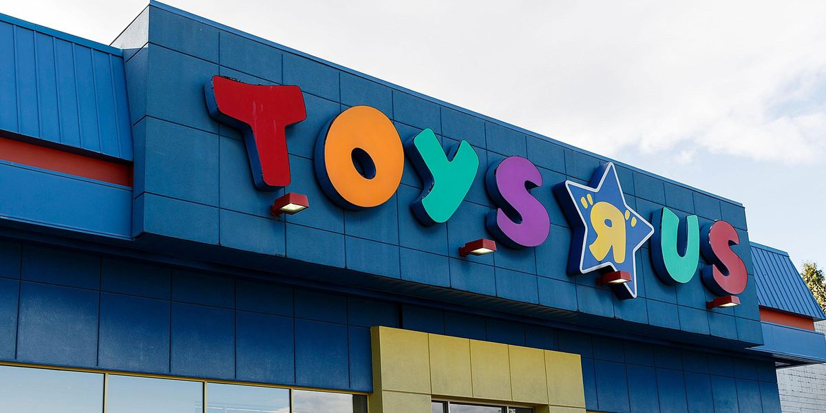 Toys 'R' Us Is Planning To Open Stores in the US Again and We're Freaking Out