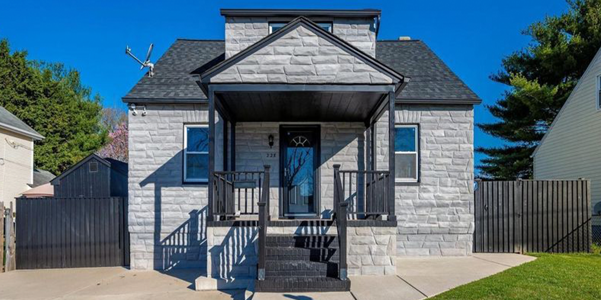 'Nightmare' Gothic House For Sale Really Has Potential Buyers Confused