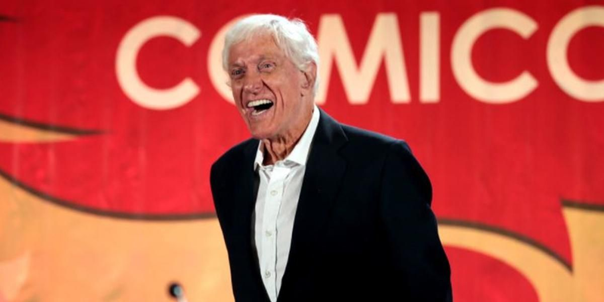 95-year-old Hollywood legend Dick Van Dyke spotted handing out cash to job seeking strangers