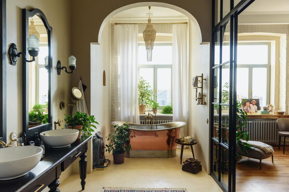 Decorating On A Budget Doesn't Have To Be Hard, Thanks To These 8 Tips