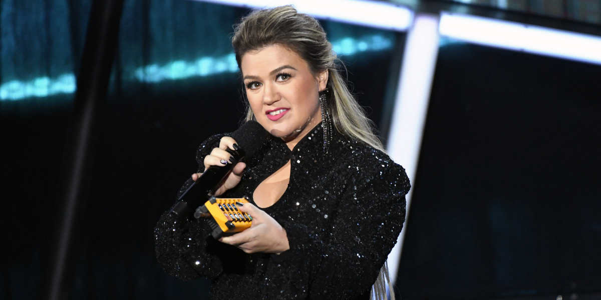 Kelly Clarkson Admits She Once 'Destroyed' A Trash Can After Having To Badly Poop During A Concert