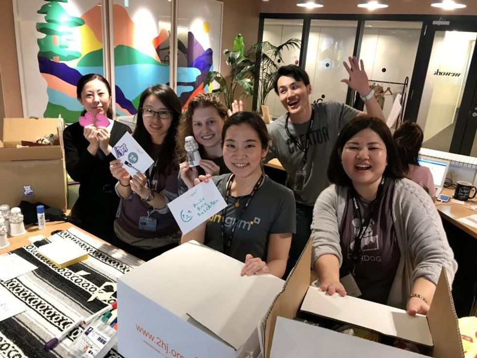 GumGum employees collaborate on a community service project.