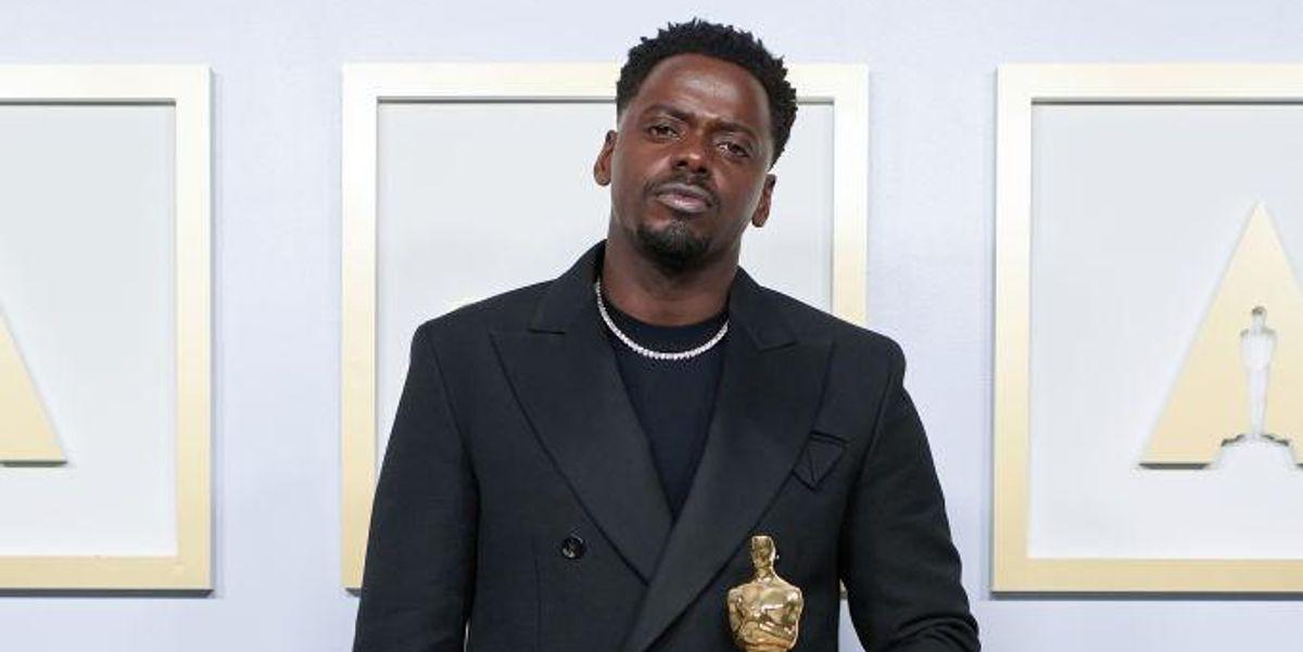 Oscars Reporter Confuses Daniel Kaluuya for Leslie Odom Jr.