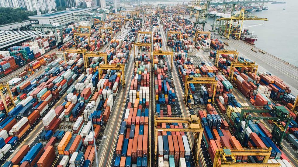 Last-Minute Logistics: How to Cope with Challenges