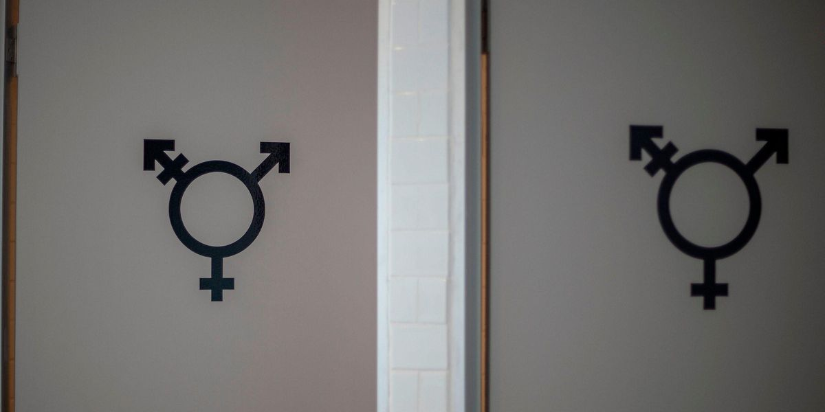 People Call for the Phrase 'Ladies and Gentlemen' To Be Banned After Non-Binary Person Complained