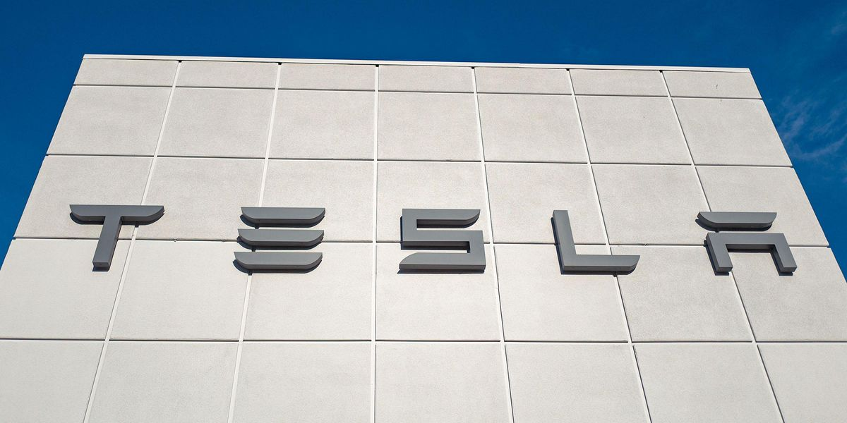 Man Arrested for Riding in Backseat of Driverless Tesla Buys Another and Does It Again