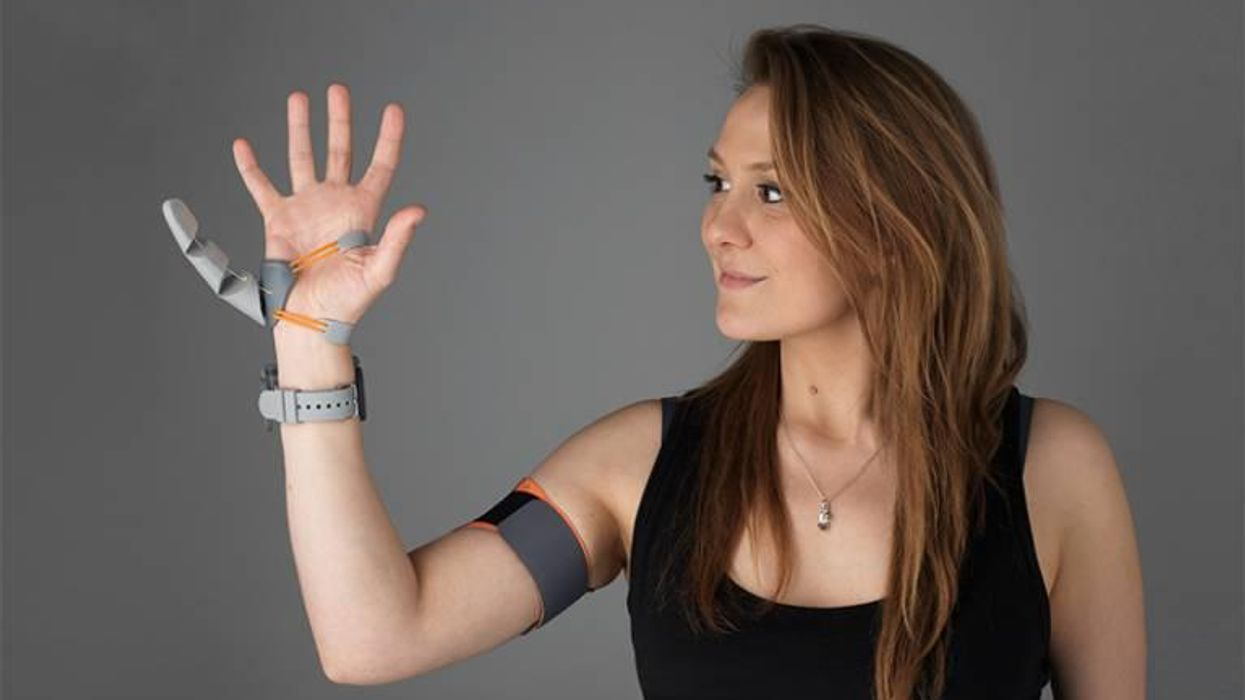 Body augmentation: People adjust quickly to robotic third thumb