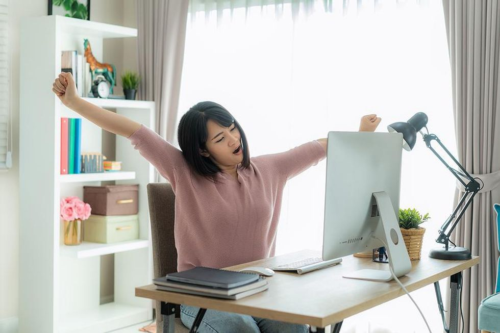 Woman stay productive while working from home in the summer