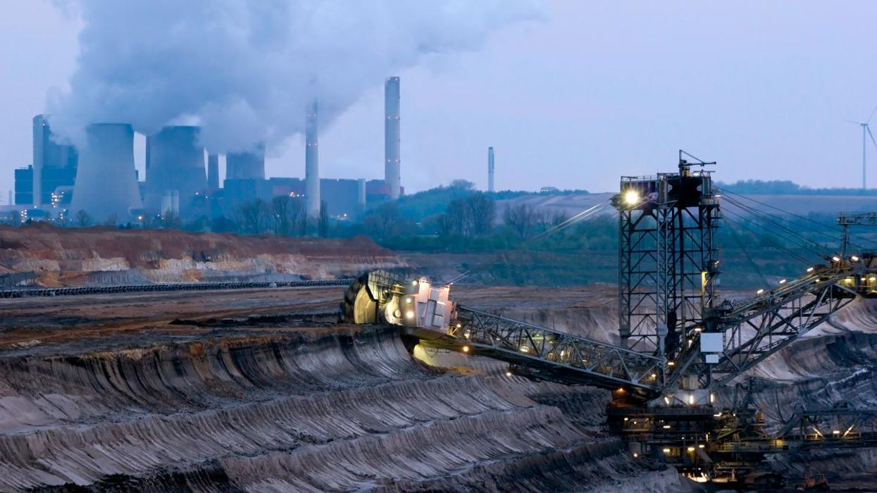 The 'Big Con' Revealed: Report Details Fossil Fuel Industry's Deceptive 'Net Zero' Strategy