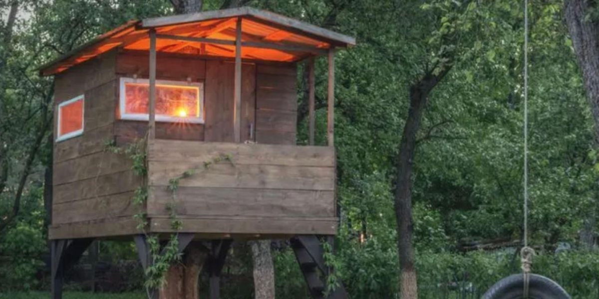 Father Writes Note to 'Karen' Who Forced Him To Tear Down Kids' Treehouse