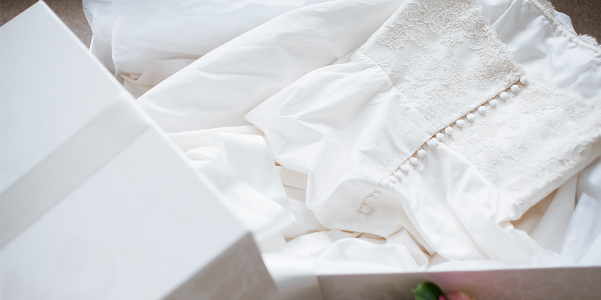Bride Buys Wedding Dress From Thrift Shop and Finds Touching Note Tucked Inside