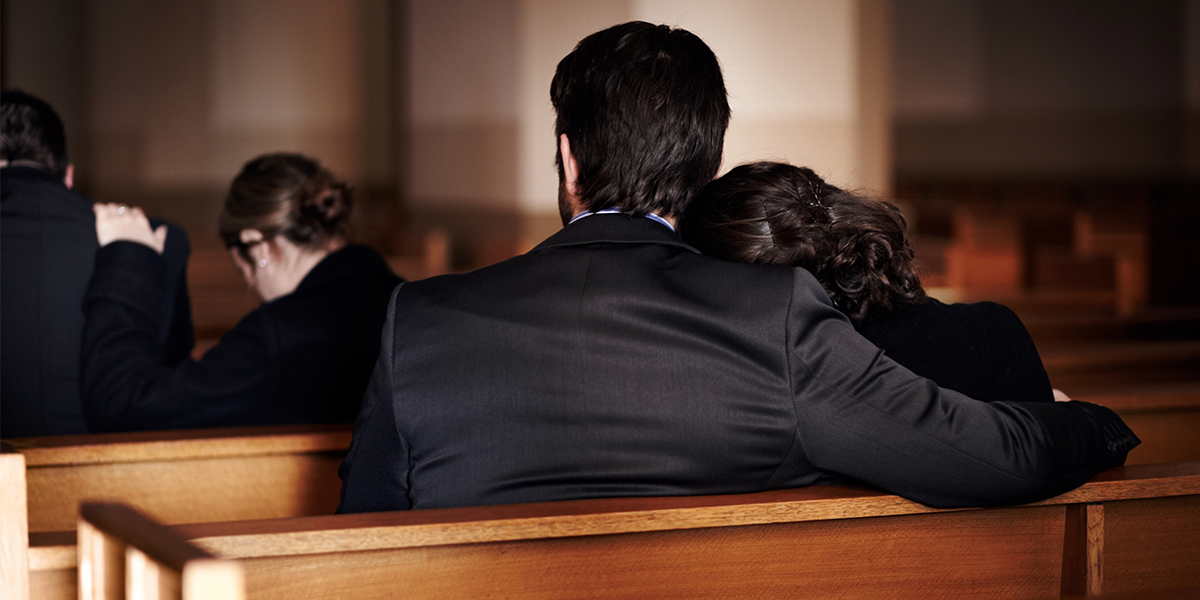 Mom Interrupts Daughter's Eulogy as Fiancé 'Lists Her 'Flaws'