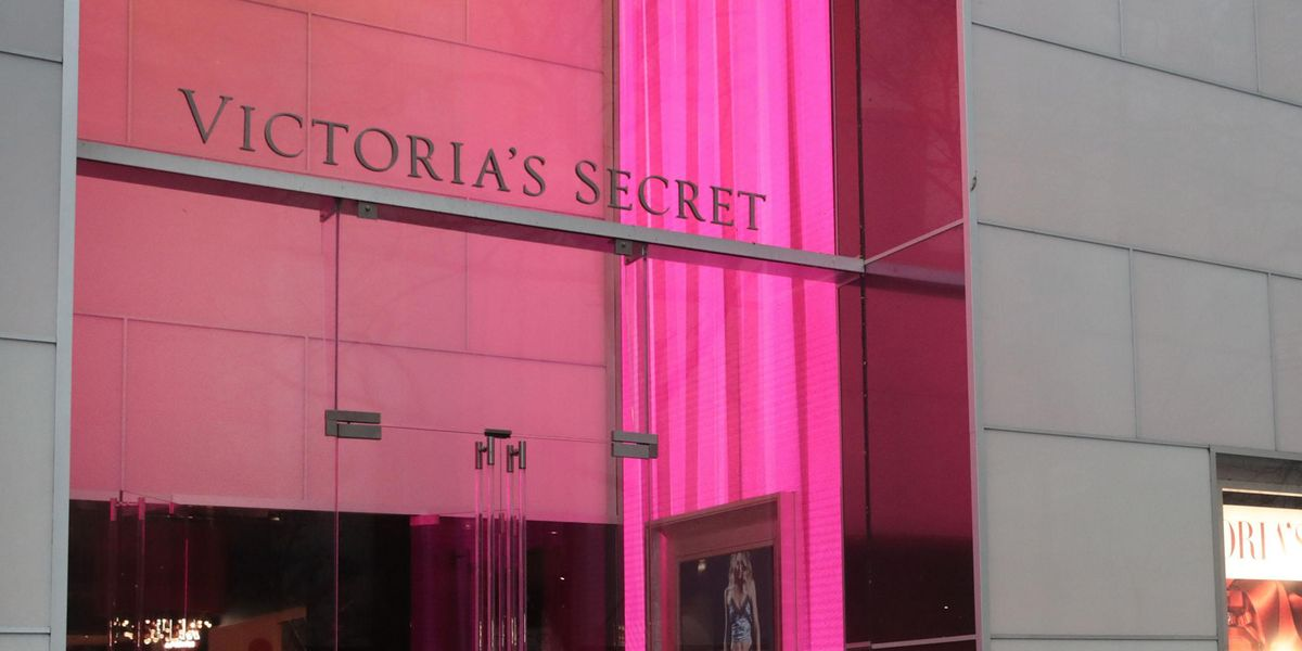 'Karen' Has Total Freak-Out in Victoria's Secret as Customer Records Her