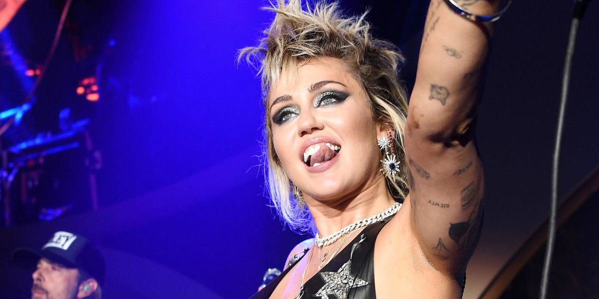 Miley Cyrus Screams Out 'Free Britney' During Concert in Vegas