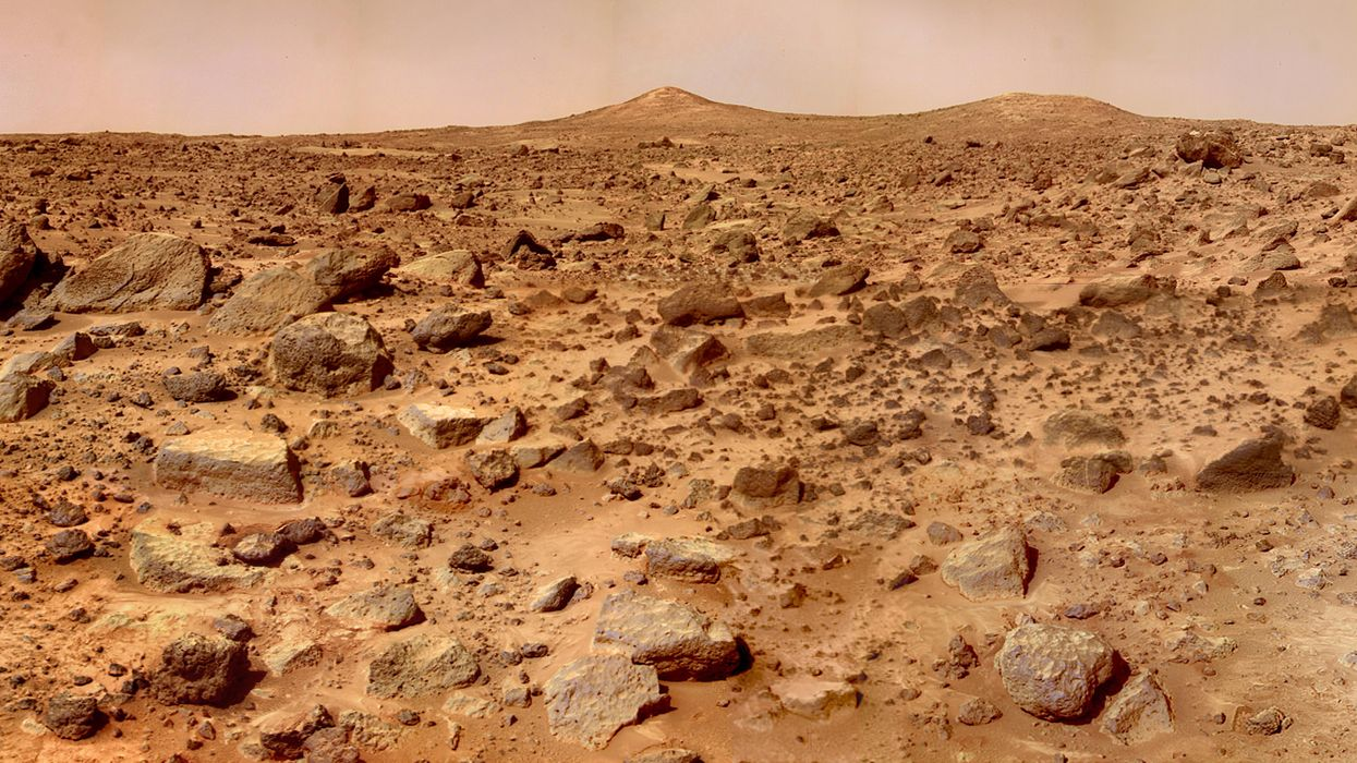 Which countries are voyaging to Mars this decade?