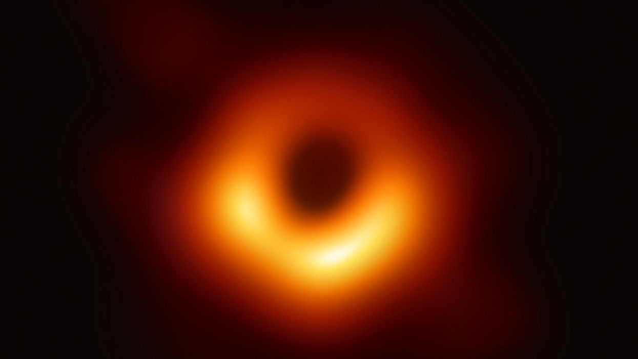 Light from other side of black hole shows Einstein is right (again)